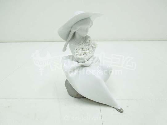 買取金額 5,000円 LLADRO リヤドロ 花と少女 花の香りに包まれて